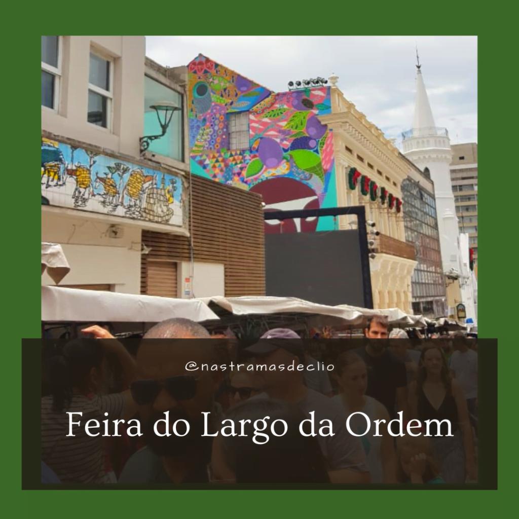 Fotografia da feira do Largo da Ordem em Curitiba.